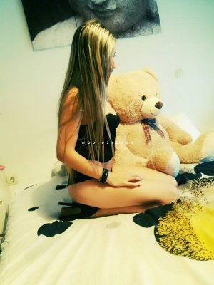 Flaminia escorte girl massage tantrique à Vannes
