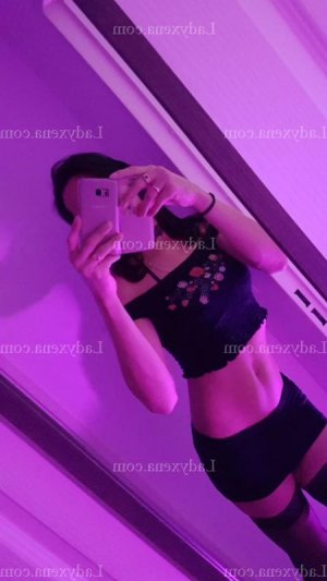 Scherine massage tescort